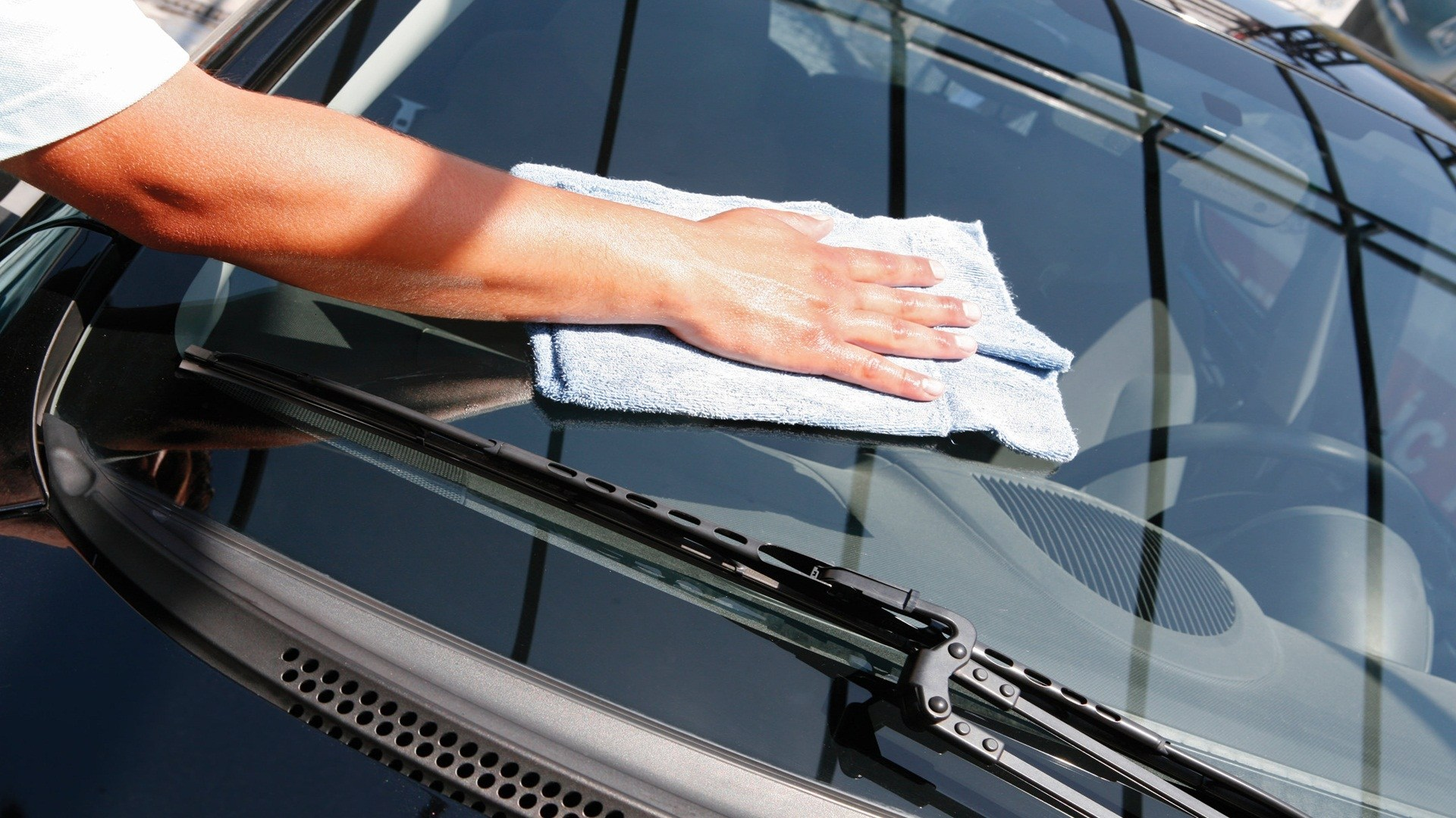 How To Protect And Clean Your Car's Windscreen