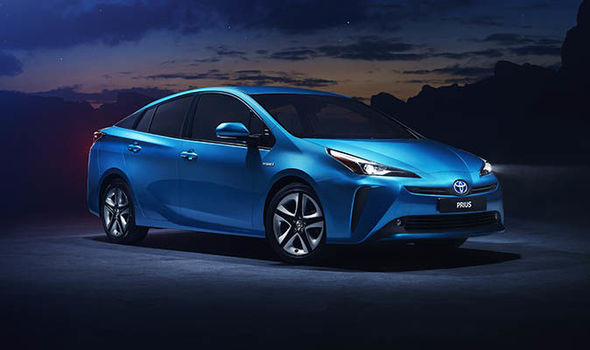 Toyota Prius 2019 AWD-e features, specs, and price in Pakistan