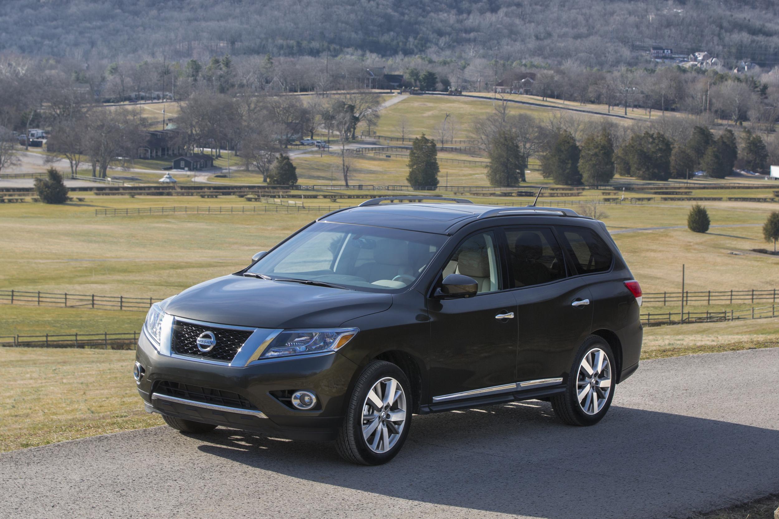 Nissan PATHFINDER 2015 International Price & Overview
