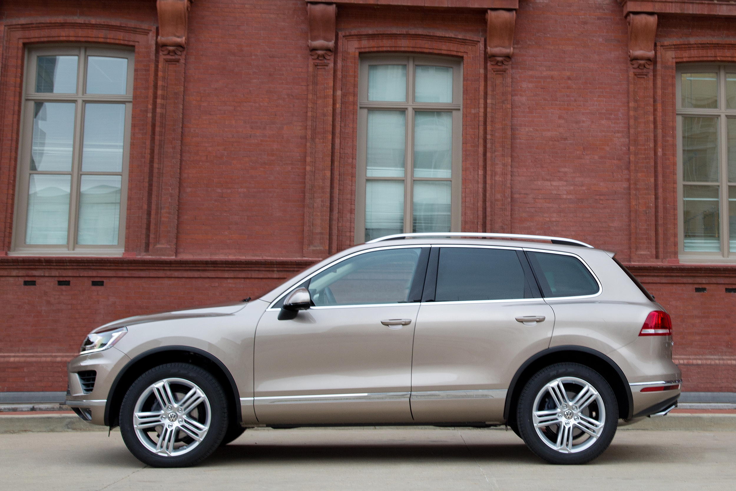 a frontright hybrid wiki volkswagen touareg from file