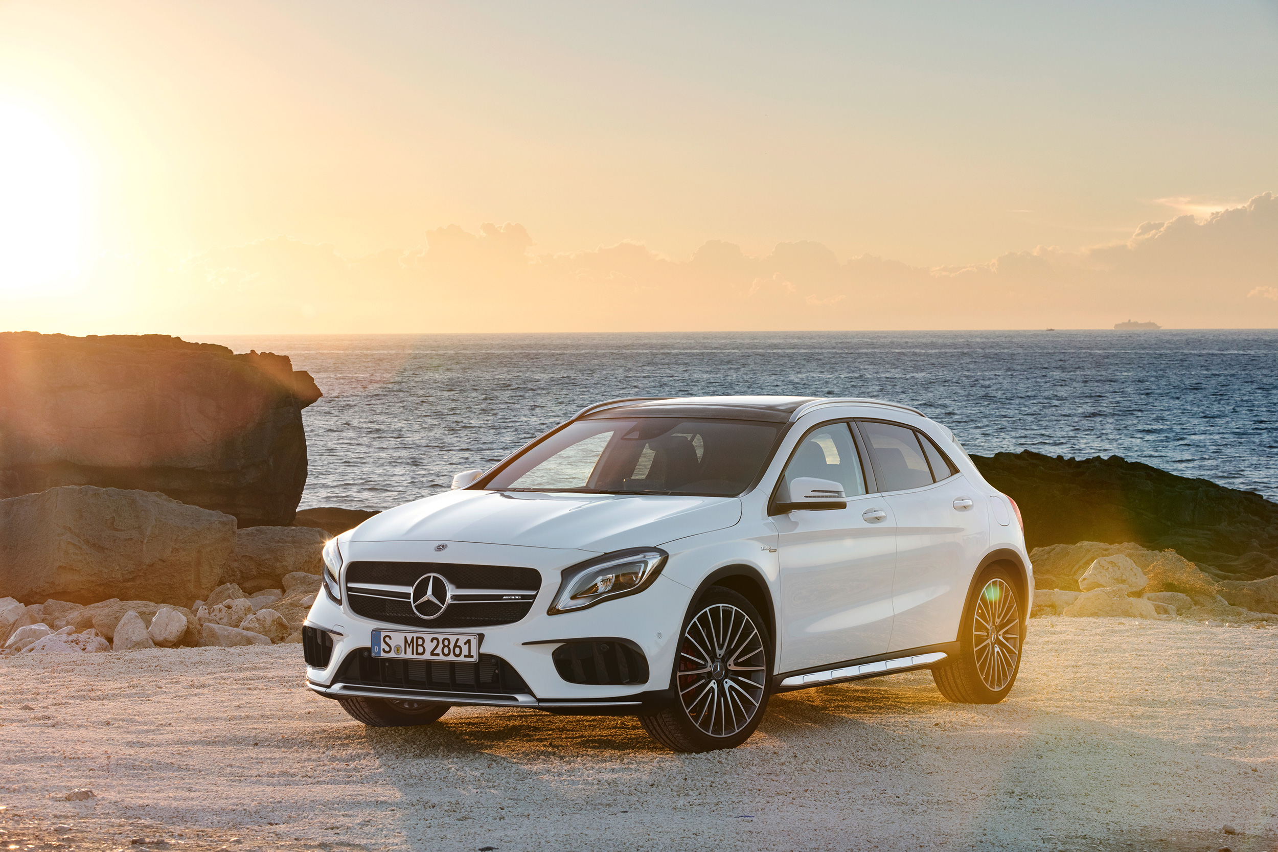 a test road mercedes dsc reviews does how class much drive cost benz first driving